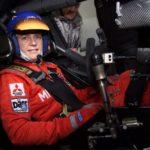 Jutta Kleinschmidt testet einen DTM Rennwagen