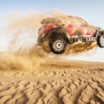 Jutta teste das Dakar Siegerauto, den MINI All4 Racing vom Team X-Raid, in Dubai 2015